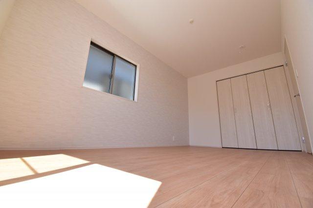 7.5帖の主寝室をご用意しております。全室南向きで陽当りも良好。快適な空間をご提供します。