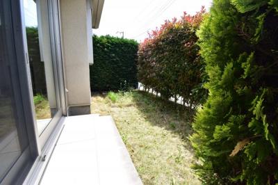 植栽でプライベート感を出しながらもしっかりとしたお庭スペースがございます。