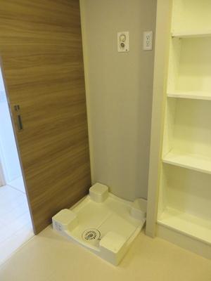 【現地写真】 室内に洗濯機置場があります♪