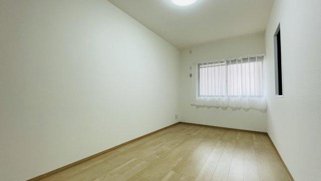 コンパクトな洋室なので主寝室として活用がおすすめです♪