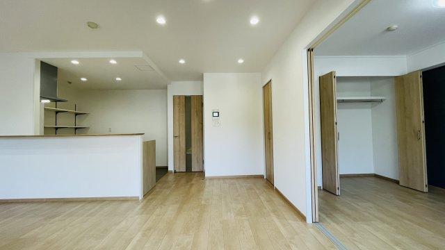 LDKは隣りの洋室とつなげて広く使ってもOK ライフスタイルに合わせて自由に使えます♪