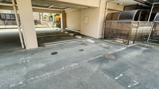 専用駐車場は車の出入りもしやすく運転が苦手な方もらくらく駐停車可能です!