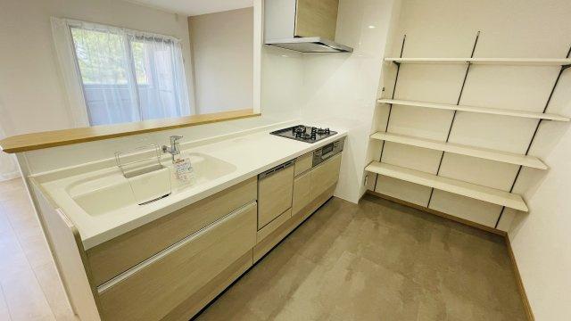 新品キッチンは食洗機つきなので、忙しい朝もサッと片づけできていつでもキレイなキッチンをキープできます