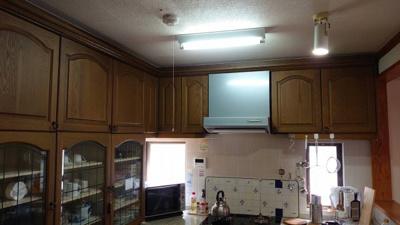 コの字型対面カウンター付キッチンは使いやすくお料理がはかどります