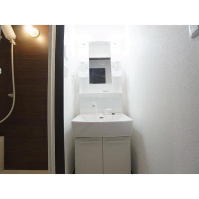 アンブラッセ要町の洗面台 別室参照