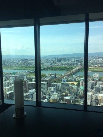 【スカイラウンジから見える眺望の一部】大阪1といっていいほど豪華な作りのスカイラウンジ!広さはも異論、景色は文句なしです!WI-FIも完備しているので自宅でデスクワーク可能◎