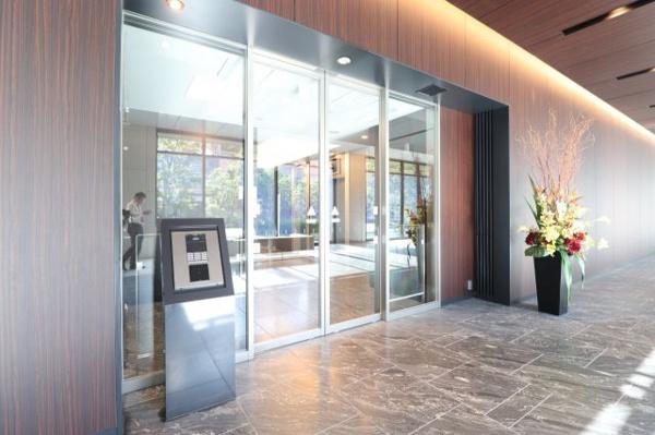 【第2セキュリティ】メイン風除室からエントランスホールを通り、2個目の風除室です。セキュリティはばっちりです!