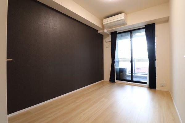 約6帖の洋室。柱が無いので、広々とご利用可能。ウォークインクロゼット付きです。