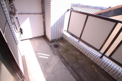広々バルコニーで洗濯物がたくさん干せます