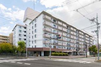 ご内覧いつでも可能です。 リノベーションマンションでそのまま入居していただけます。 7階建ての最上階。 阪急高槻市駅まで徒歩約8分