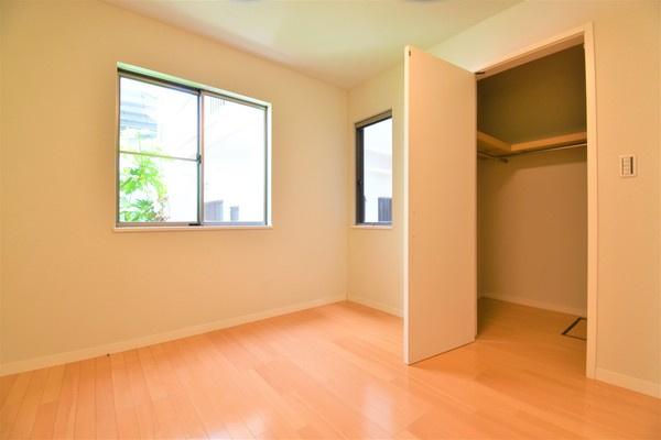 主寝室ともお使いいただける7帖洋室には、 WICも完備しております♪