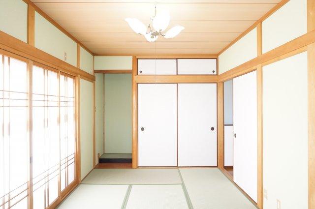 ゆったり7.5帖の和室は明るく開放的です。