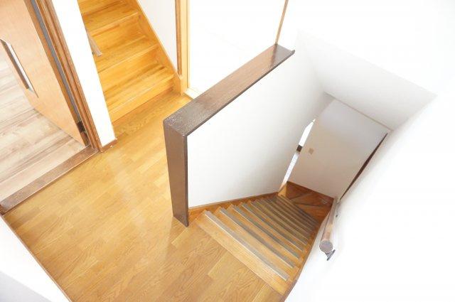 部屋の中心に廊下があり、どの部屋にも接続便利です。