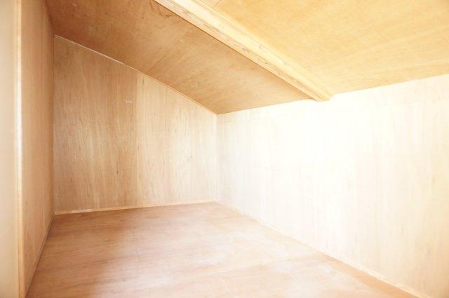 3階のゆったり物置スペースは扇風機などの季節物やキャンプ道具の収納に便利です。