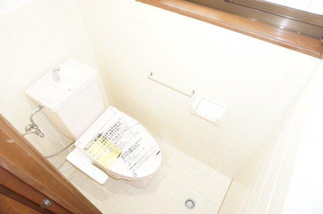 1階トイレは換気ラクラクの窓付きです。