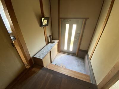 離れの玄関。