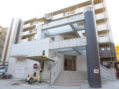 総戸数88戸、平成20年築の綺麗なマンションです。