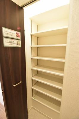 大容量のシューズクロークが整理整頓のお手伝い。玄関周りを常にキレイに保てます。