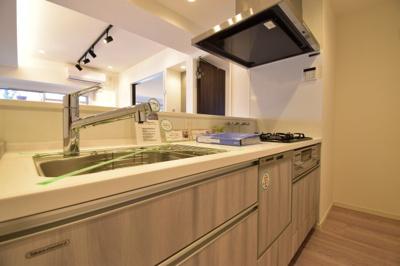 この場所の主役は奥様。洗練されたキッチンから毎日温かい手料理が、大切な家族の為に作られます。
