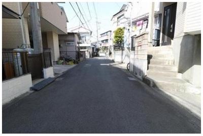 【前面道路含む現地写真】藤沢市高倉 戸建