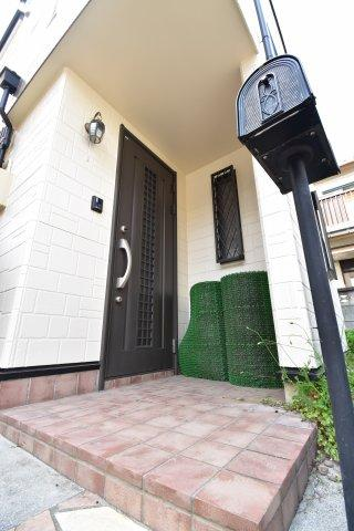 遮音性・気密性に優れた玄関ドアは大切な家の顔。