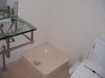 うれしい独立洗面台・脱衣所完備。