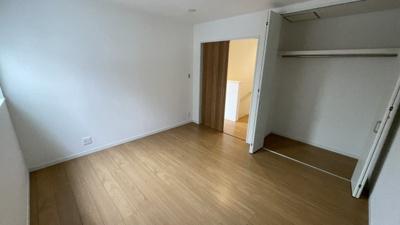 3階7.3帖の洋室です。