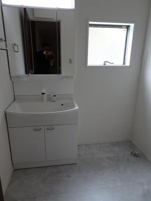 洗濯機を置いても余裕の空間♪家事もはかどります!