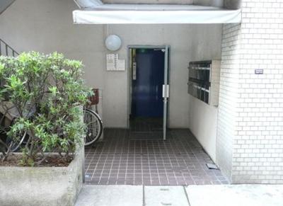 【エントランス】新和泉ビル
