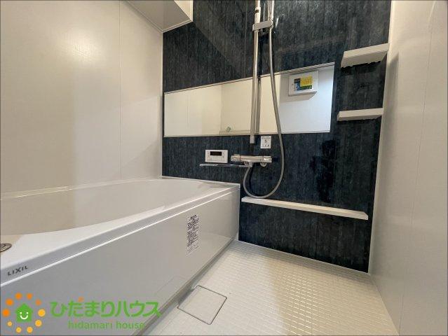 アクセントクロスがオシャレな浴室です♪足を伸ばしてゆっくりおくつろぎいただけます!