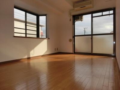 参考写真★出窓付2面採光で明るい洋室