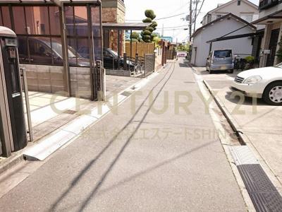 【前面道路含む現地写真】茨木市鮎川1丁目 中古戸建
