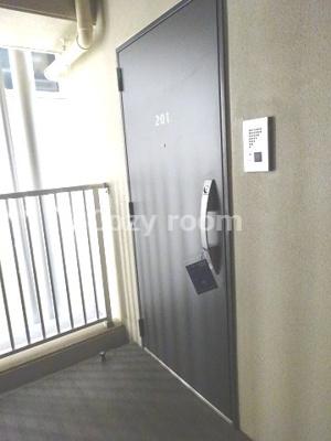 重厚な雰囲気の玄関扉です