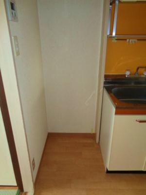キッチン横冷蔵庫スペース