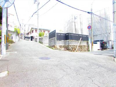 【前面道路含む現地写真】三条町売土地