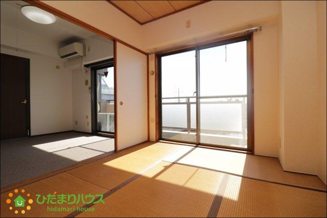 和室にも大きな窓がございますので、日の入る暖かい空間となっております♪