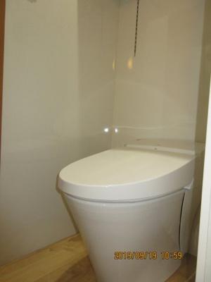 温水洗浄機能付きタンクレストイレ