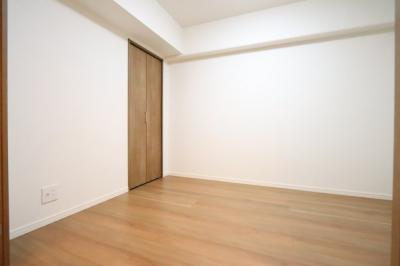 ゆったりした洋室です 三郷新築ナビで検索