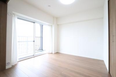 落ち着いた色調の洋室です 三郷新築ナビで検索