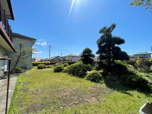 敷地面積約184坪の自然豊かなた住環境です。周りにお家がないためBBQも気兼ねなくできますよ!富士山を眺めながらスローライフを楽しめます。
