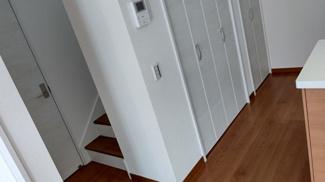 玄関ホールに廊下収納あり♪ 新築戸建の事はマックバリュで住まい相談へお任せください。