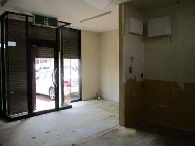 【玄関】東本町3丁目店舗