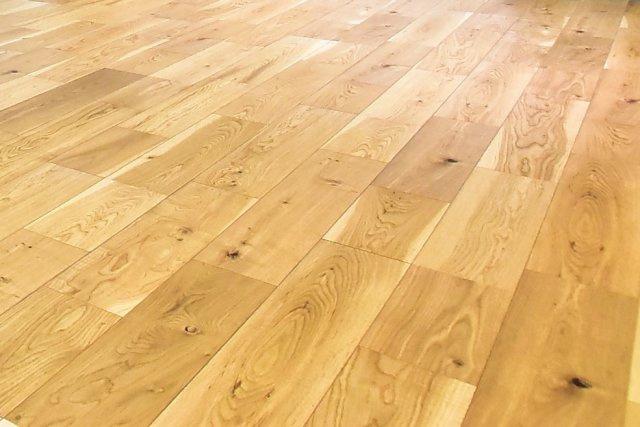 ◇Living room◇全室朝日ウッドテック社製の天然木フローリングを使用。一歩家に入ると「ホッ」とくつろげる、そんな温かさを大切にしています。【当社施工例・標準仕様】
