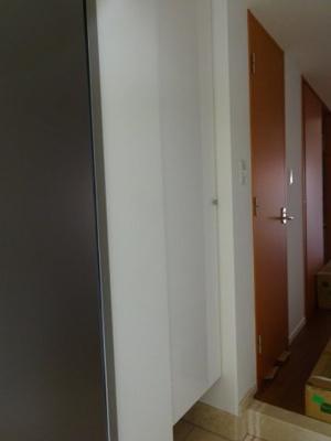 玄関にあるトールサイズのシューズボックスです。