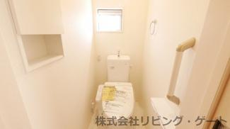 温水洗浄便座付きの1階トイレ・壁面収納あります