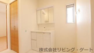 シャワー付き洗面台・床下収納・収納豊富