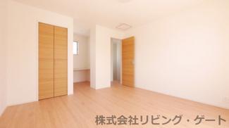 2階の9.5帖の洋室・ウォークインクローゼット・書斎付きで主寝室にピッタリ