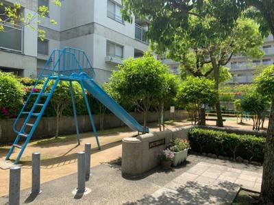 近所に公園もあります。