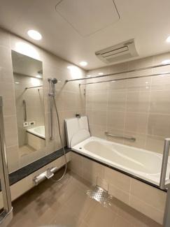 1820のゆったりとしたバスルーム