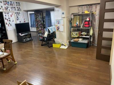 明るく開放感のあるLDK。広いから家具の配置どうしようかな?